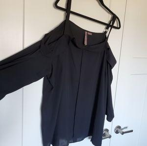 Black Cold Shoulder Style Flowy Top Size 4X